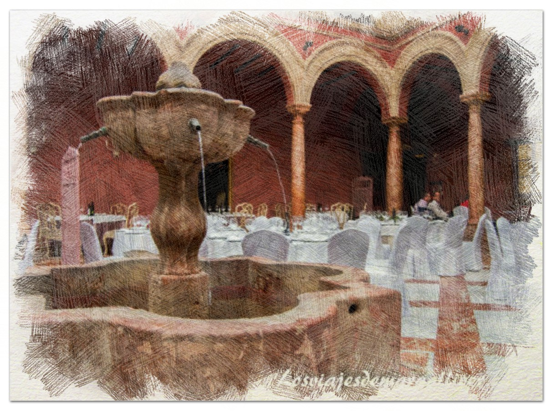 Fuente central del patio del hotel Santo Domingo en Eliossana - Los viajes de Margalliver